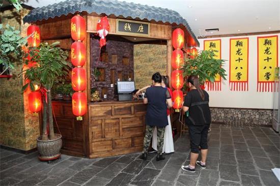 翔龙十八掌·凤凰玉手生日餐厅力创不一样的餐厅